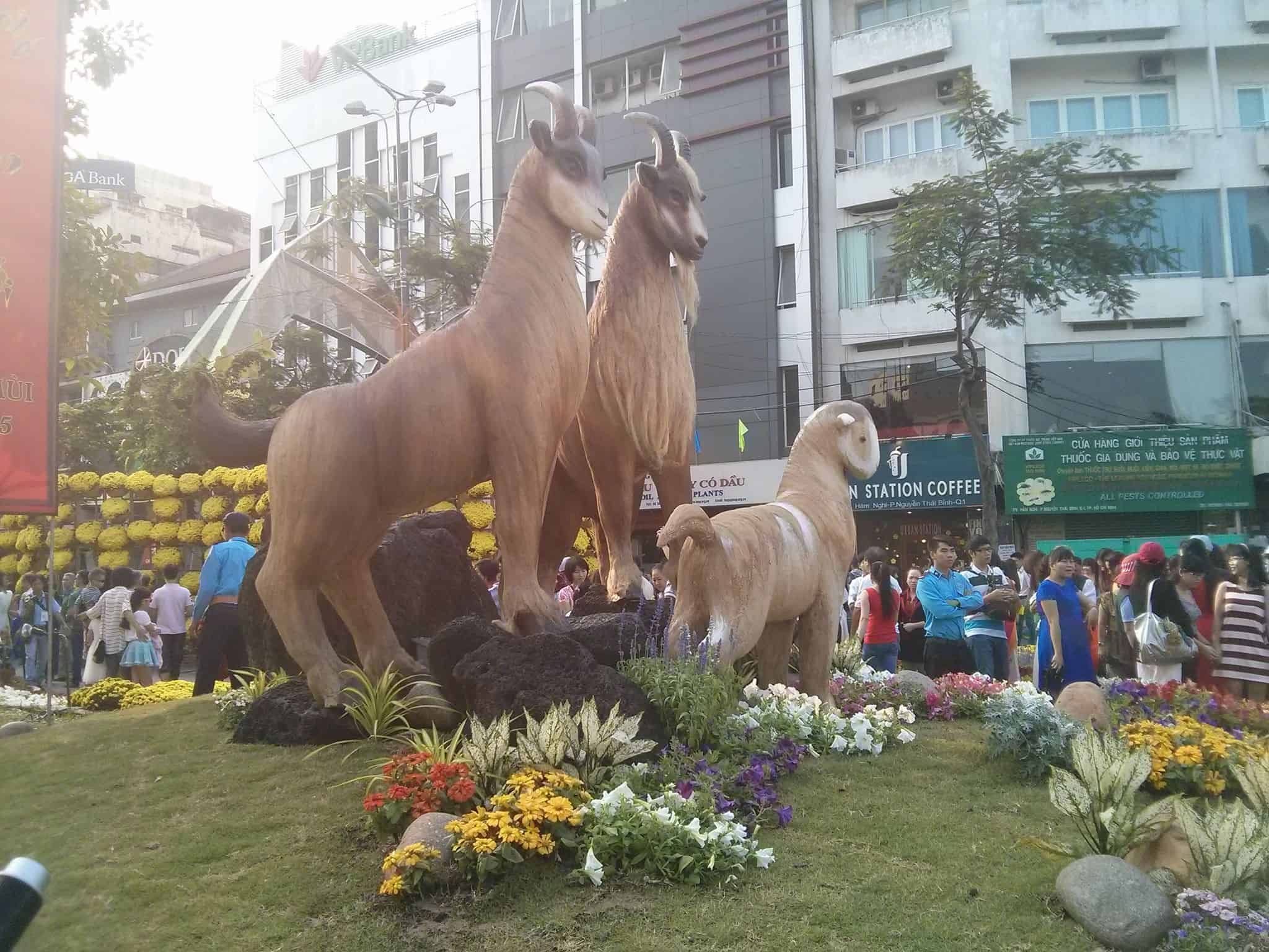 15 - Đường hoa Nguyễn Huệ tại Sài Gòn - TPHCM ở đâu, năm nay có gì mới?
