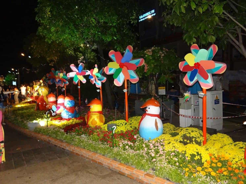 17 - Đường hoa Nguyễn Huệ tại Sài Gòn - TPHCM ở đâu, năm nay có gì mới?