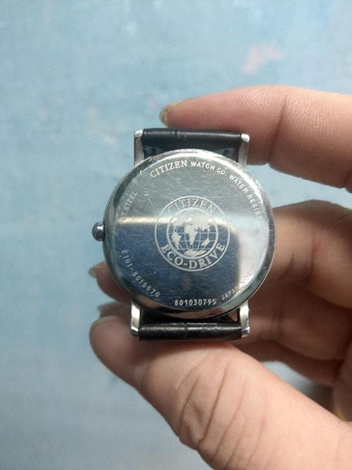 Đồng hồ Citizen mặt sau