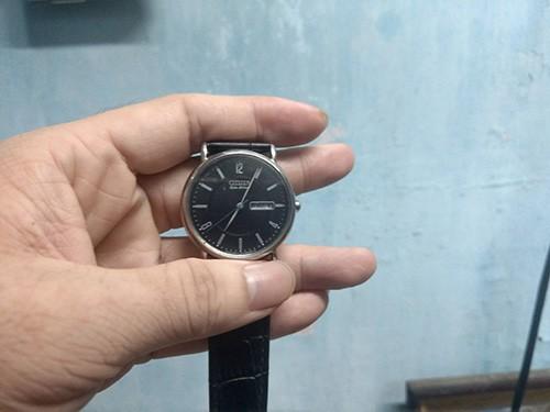 Đồng hồ Citizen mặt trước
